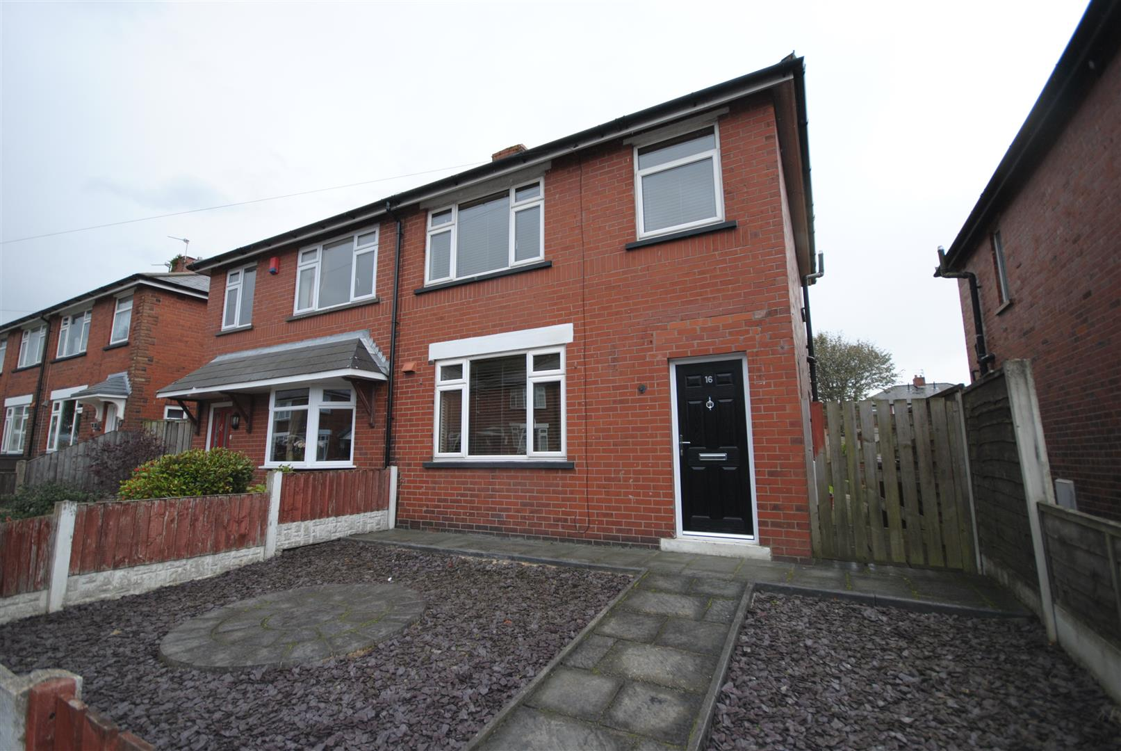 3 Bedrooms Semi Detached House for sale in Crawford Avenue, Aspull, Wigan